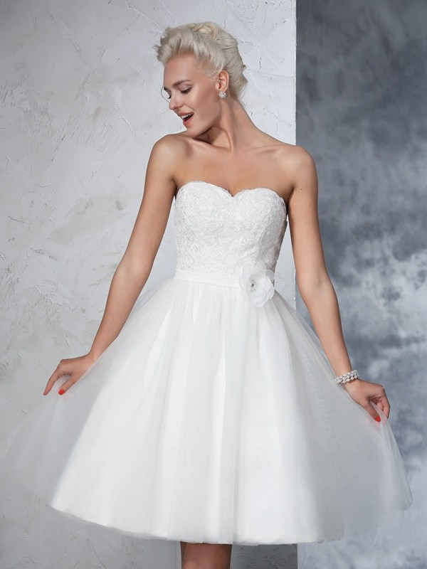 Fashional A-Line Sweetheart Cut Net Short Wedding Dresses With Hand-Made Flower