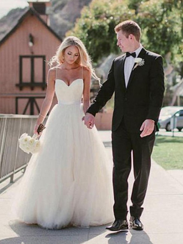 Graceful Ball Gown Sweetheart Cut Tulle Long Wedding Dresses With Ruffles