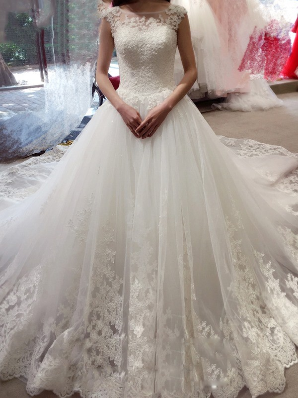 Lovely Ball Gown Bateau Cut Tulle Long Wedding Dresses With Applique