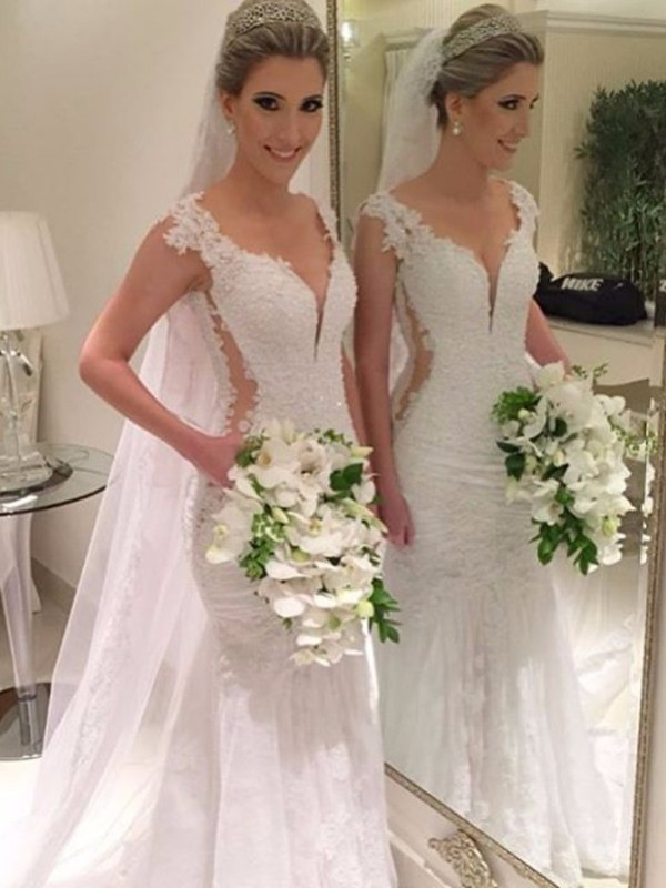 Brilliant Mermaid V-neck Cut Lace Long Wedding Dresses With Lace