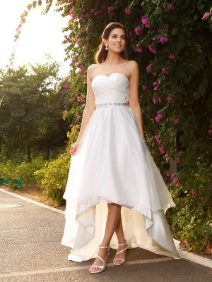 Lovely A-Line Sweetheart Cut Organza High Low Wedding Dresses With Beading