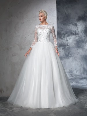 Charming Ball Gown Bateau Cut Net Long Wedding Dresses With Lace