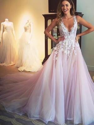 Graceful A-Line V-neck Cut Tulle Long Dresses With Applique