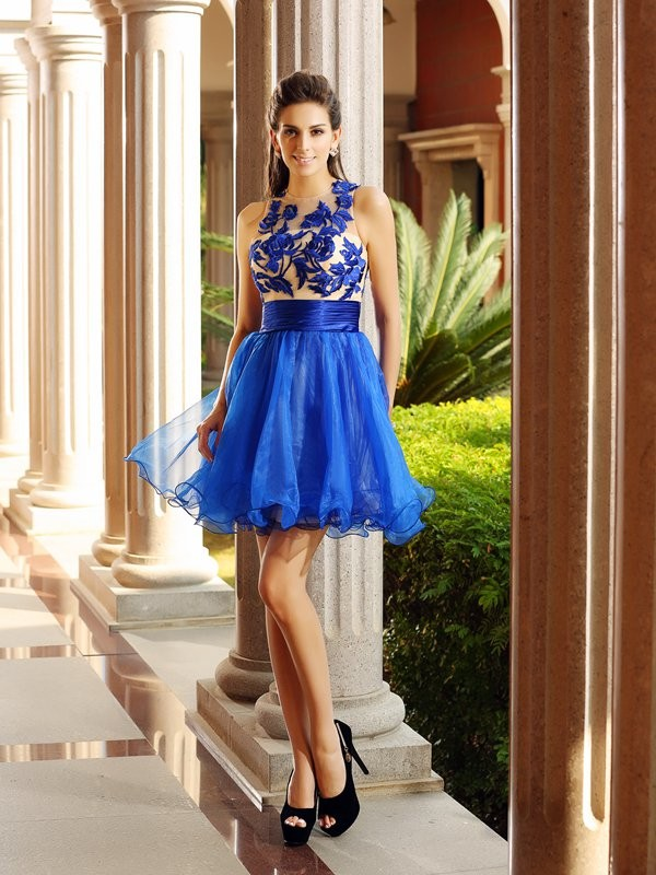 Chic A-Line Bateau Cut Organza Short Dresses With Beading