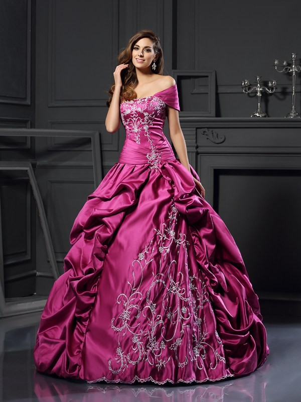 Gorgeous Ball Gown Sweetheart Cut Satin Long Dresses With Applique