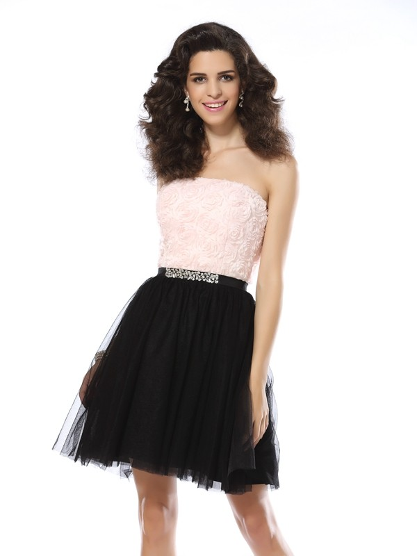 Exquisite A-Line Strapless Cut Tulle Short Dresses With Ruffles