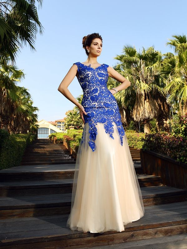 Soft Sheath V-neck Cut Net Long Dresses With Applique