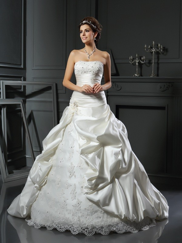 Popular Ball Gown Sweetheart Cut Satin Long Wedding Dresses With Beading
