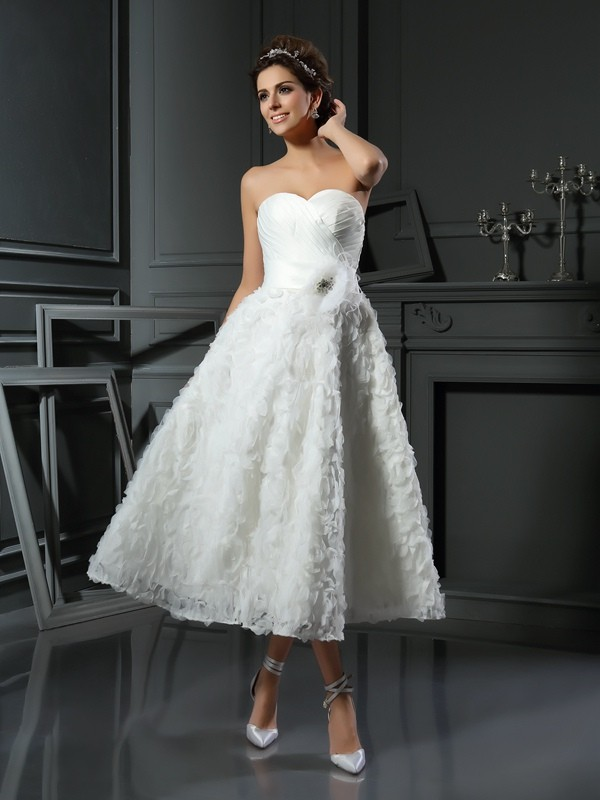 Fashional A-Line Sweetheart Cut Satin Short Wedding Dresses With Bowknot