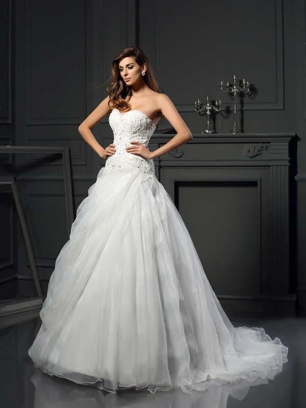 Glamorous Ball Gown Sweetheart Cut Organza Long Wedding Dresses With Ruffles