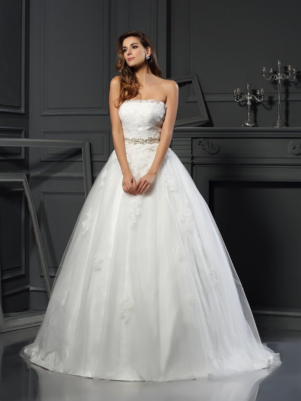 Fashional Ball Gown Strapless Cut Net Long Wedding Dresses With Applique