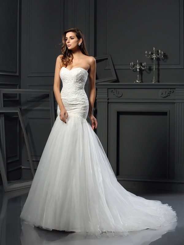Radiant Mermaid Sweetheart Cut Tulle Long Wedding Dresses With Applique
