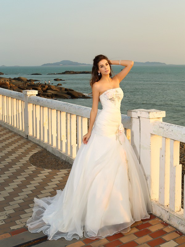 Nice Ball Gown Strapless Cut Satin Long Wedding Dresses With Hand-Made Flower
