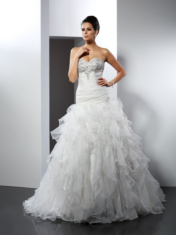 Exquisite Ball Gown Sweetheart Cut Tulle Long Wedding Dresses With Ruffles