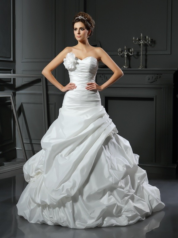 Amazing Ball Gown Sweetheart Cut Satin Long Wedding Dresses With Hand-Made Flower