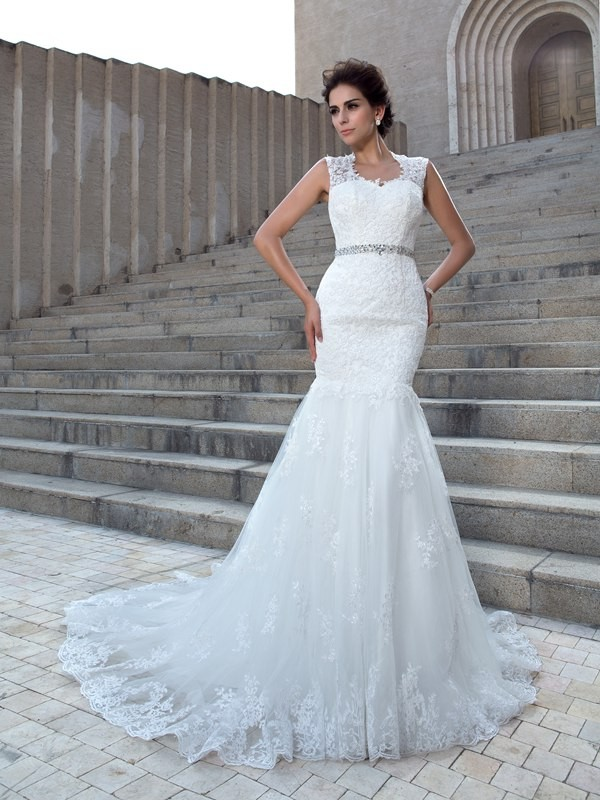 Amazing Mermaid V-neck Cut Lace Long Wedding Dresses With Applique