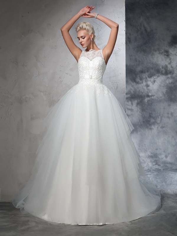 Graceful Ball Gown Bateau Cut Net Long Wedding Dresses With Applique