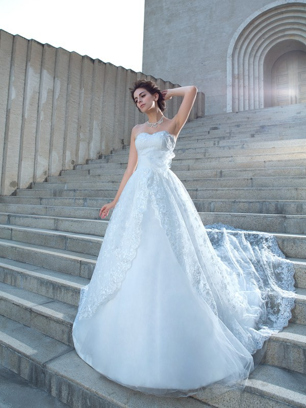 Soft Ball Gown Sweetheart Cut Lace Long Wedding Dresses With Lace