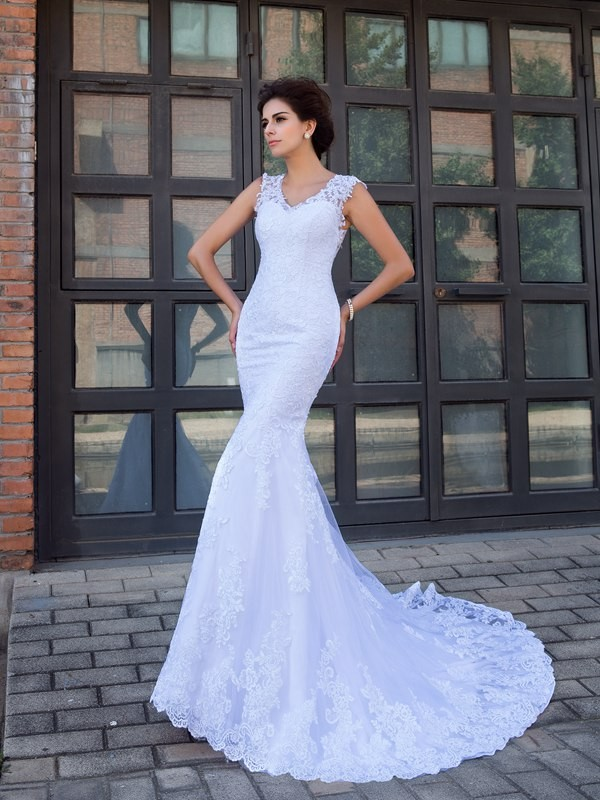Chic Mermaid V-neck Cut Satin Long Wedding Dresses With Applique