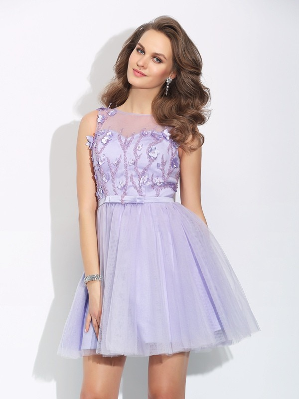 Amazing A-Line Bateau Cut Satin Short Dresses With Applique