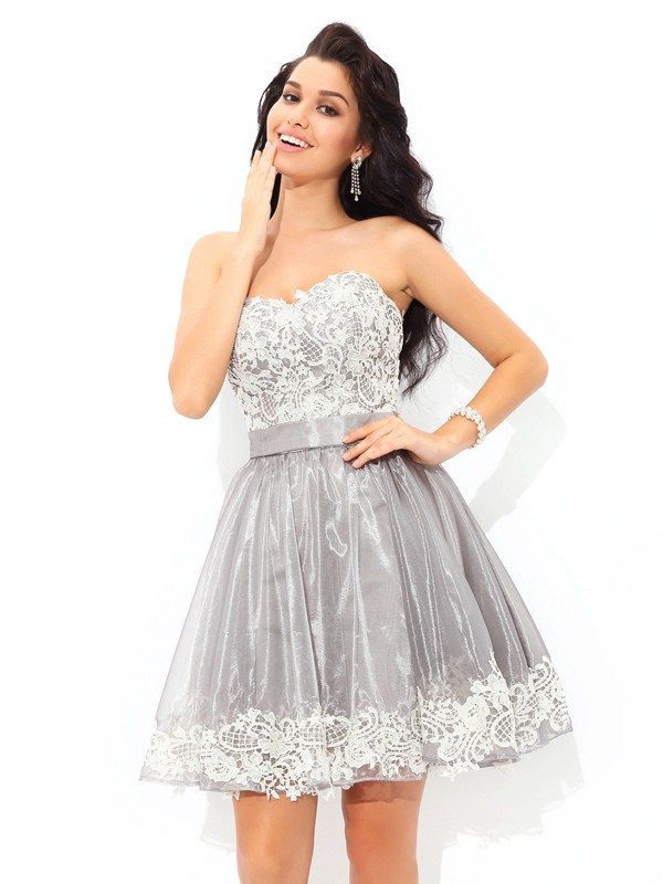 Elegant A-Line Sweetheart Cut Tulle Short Dresses With Lace