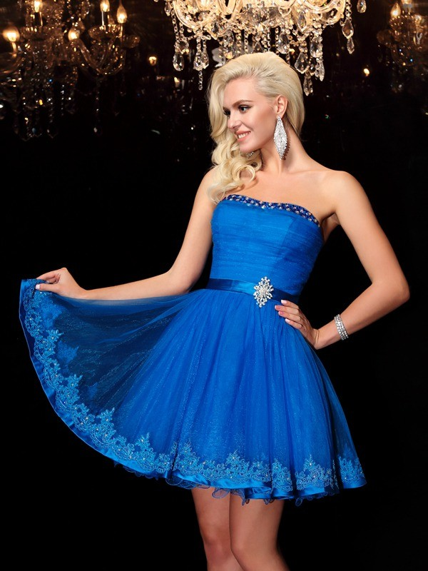 Exquisite A-Line Strapless Cut Net Short Dresses With Beading