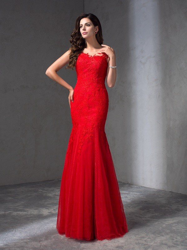 Stunning Sheath Scoop Cut Lace Long Dresses With Applique