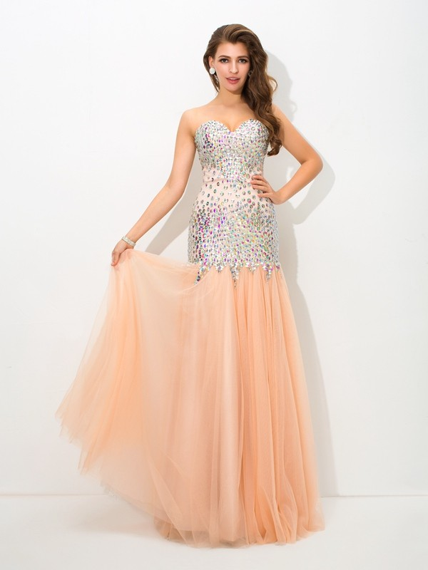 Stylish Mermaid Sweetheart Cut Net Long Dresses With Beading