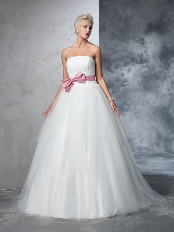 Romantic Ball Gown Strapless Cut Net Long Wedding Dresses With Bowknot
