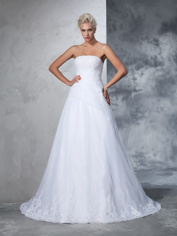 Exquisite Ball Gown Strapless Cut Net Long Wedding Dresses With Applique