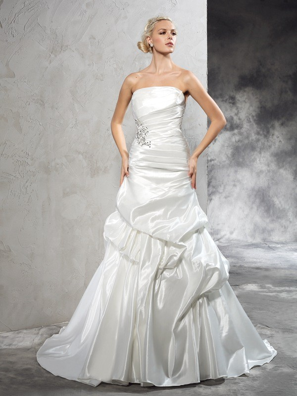 Fashional Sheath Strapless Cut Satin Long Wedding Dresses With Pleats