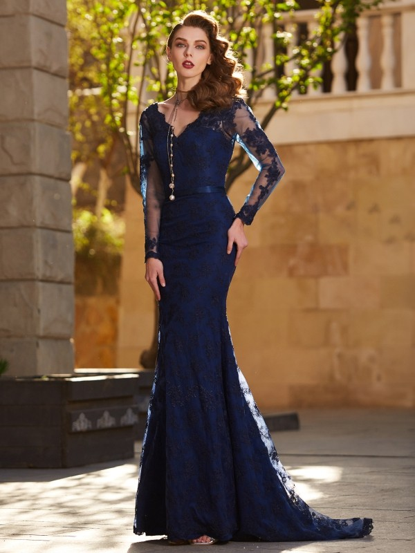 Stunning Mermaid V-neck Cut Lace Long Dresses With Applique