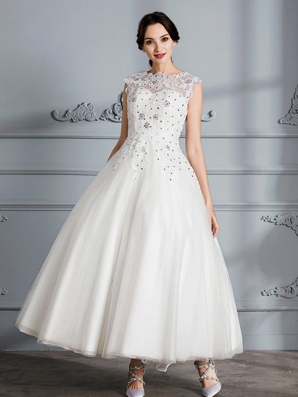 Pretty Ball Gown Scoop Cut Tulle Short Wedding Dresses With Ruffles