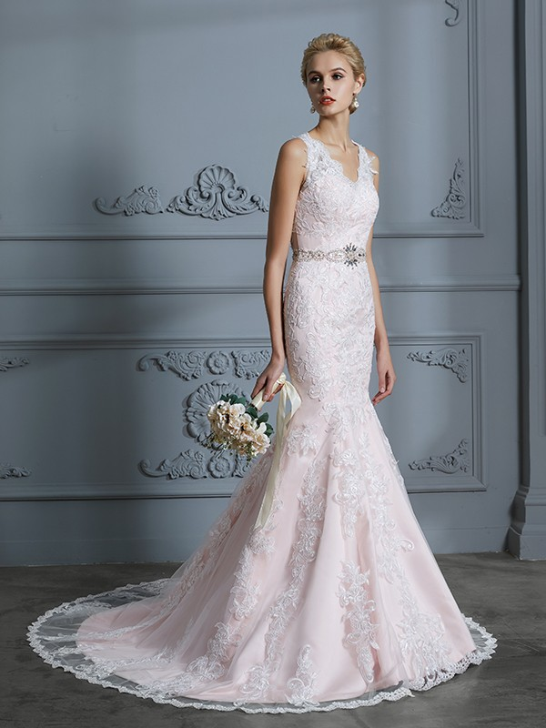 Delicate Mermaid V-neck Cut Tulle Long Wedding Dresses With Applique