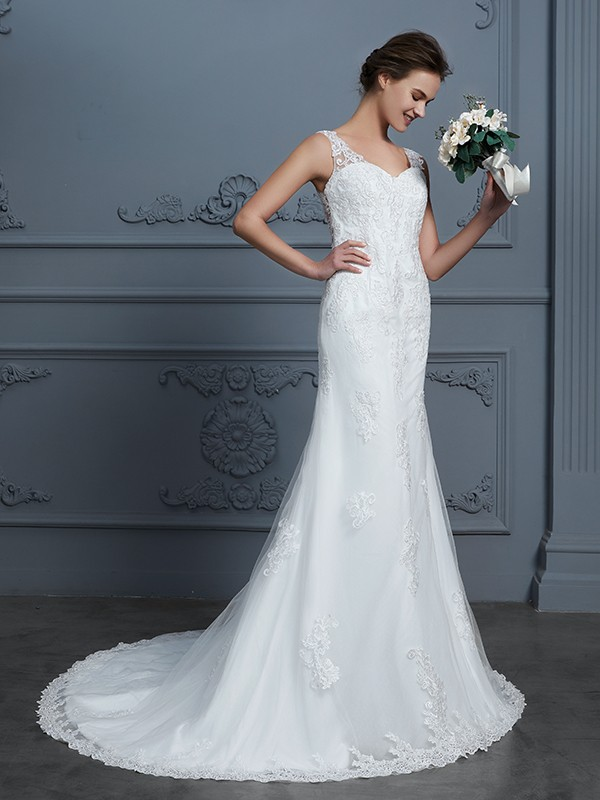 Trendy Mermaid V-neck Cut Tulle Long Wedding Dresses With Lace