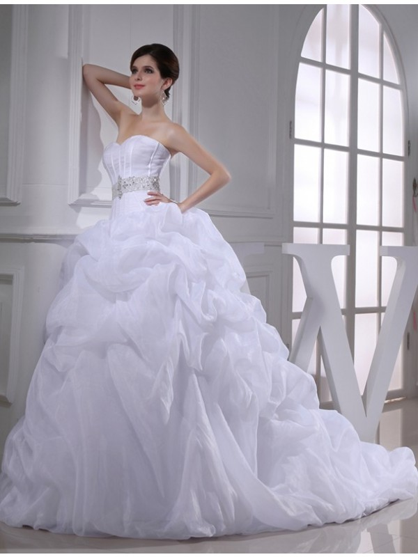 Pretty Ball Gown Sweetheart Cut Organza Long Wedding Dresses With Beading