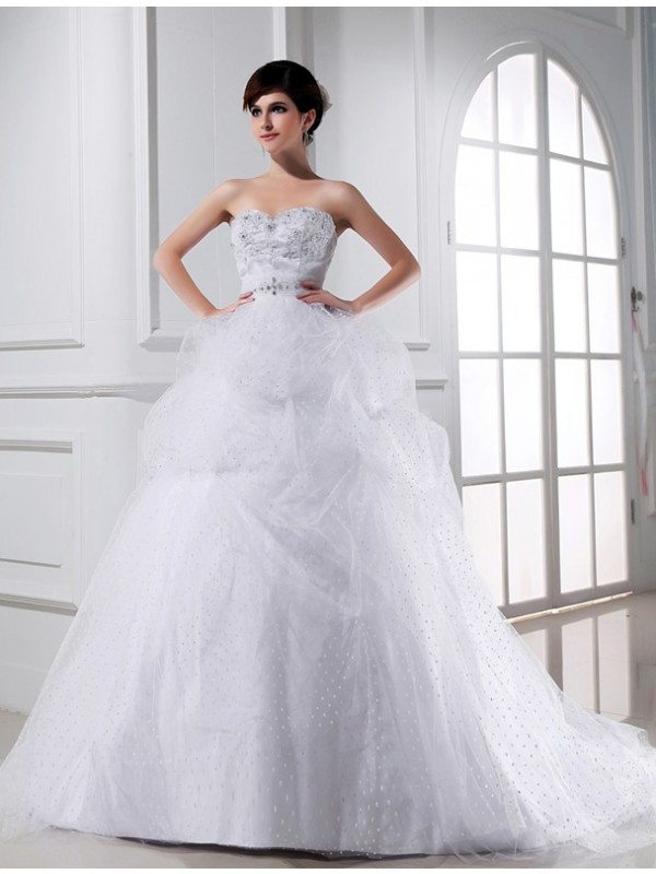 Stunning Ball Gown Sweetheart Cut Tulle Long Wedding Dresses With Beading