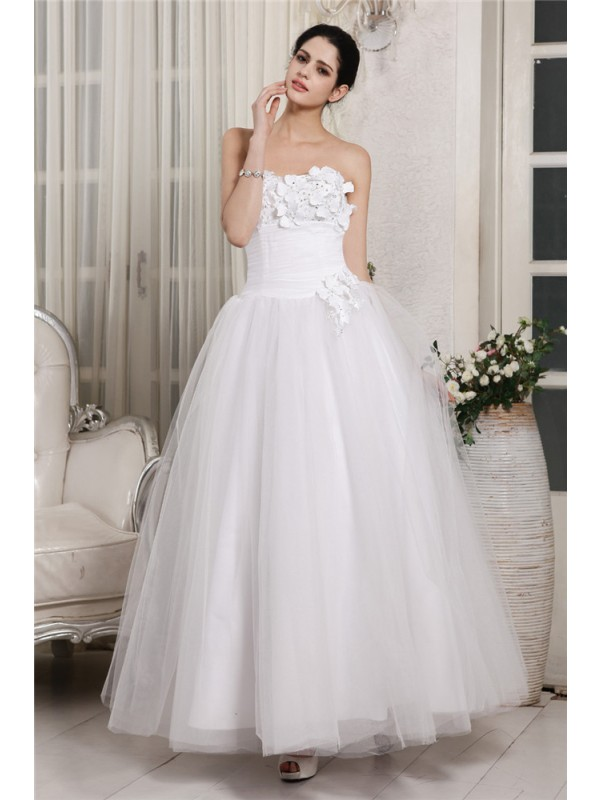 Modern Ball Gown Sweetheart Cut Organza Short Wedding Dresses With Beading