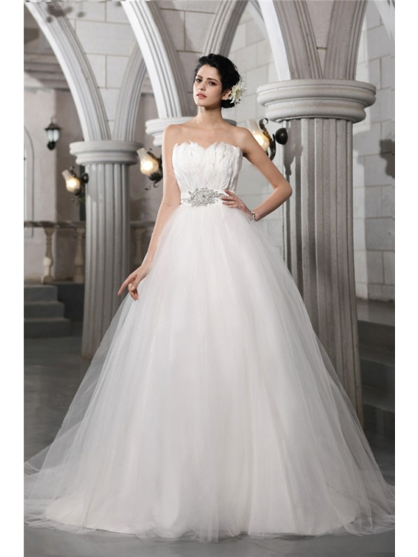 Exquisite Ball Gown Strapless Cut Net Long Wedding Dresses With Beading