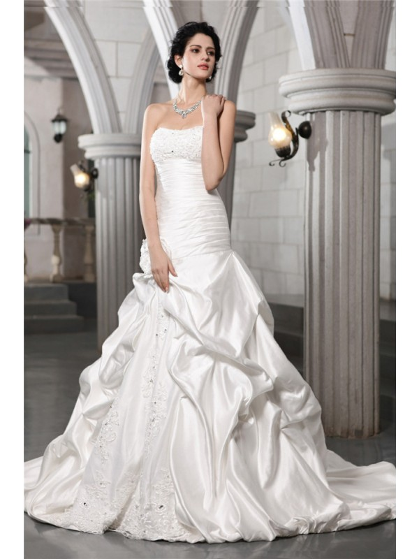 Amazing A-Line Strapless Cut Satin Long Wedding Dresses With Applique