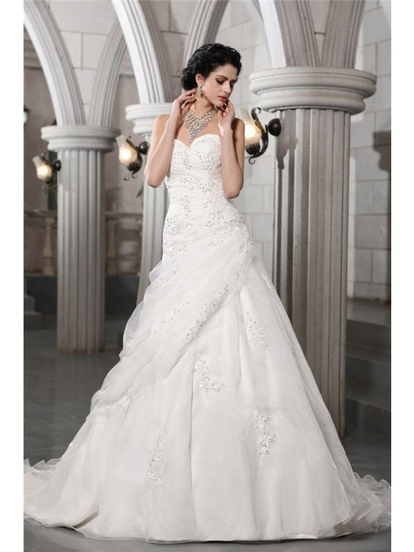 Stunning A-Line Sweetheart Cut Organza Long Wedding Dresses With Beading