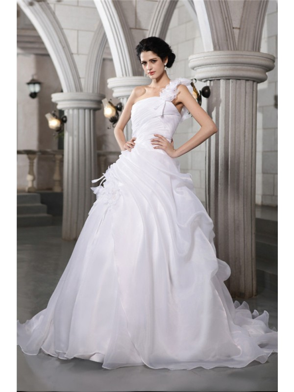 Fashional Ball Gown One-Shoulder Cut Organza Long Wedding Dresses With Pleats