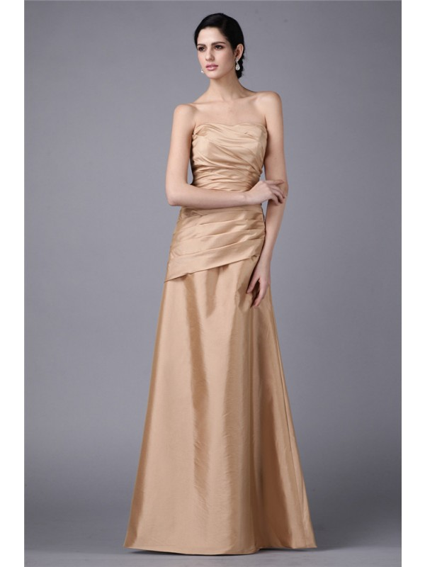 Exquisite Sheath Strapless Cut Taffeta Long Dresses With Pleats
