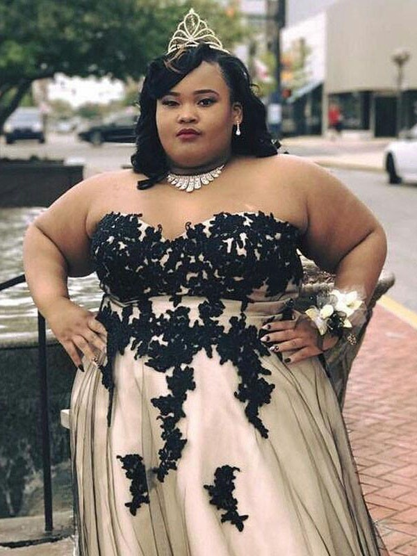 Nice A-Line Sweetheart Cut Tulle Long Plus Size Dresses With Applique
