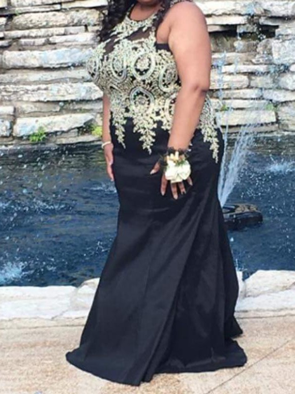 Stunning Mermaid Scoop Cut Chiffon Long Plus Size Dresses With Applique