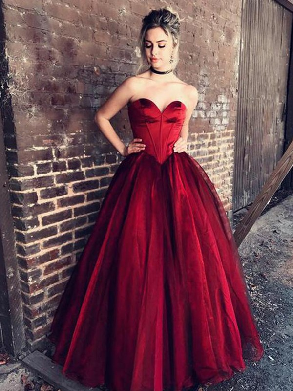 Unique Ball Gown Sweetheart Cut Tulle Long Dresses With Ruffles