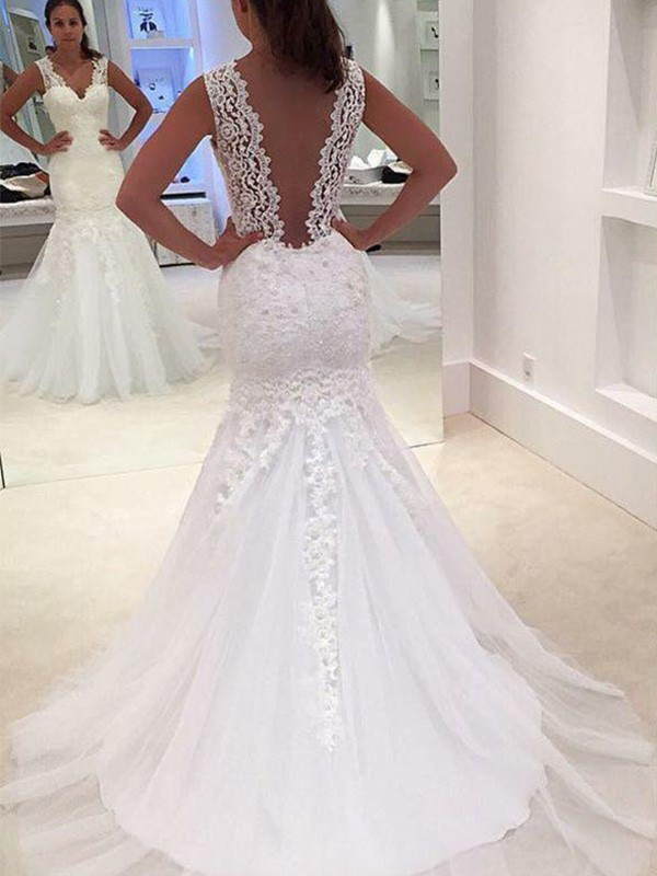 Soft Mermaid V-neck Cut Lace Long Wedding Dresses With Applique