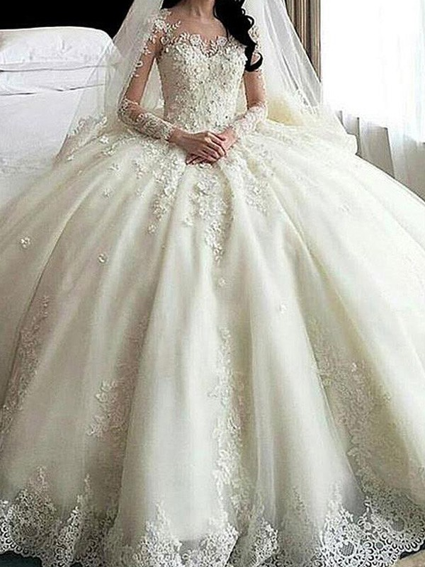 Romantic Ball Gown Scoop Cut Tulle Long Wedding Dresses With Applique