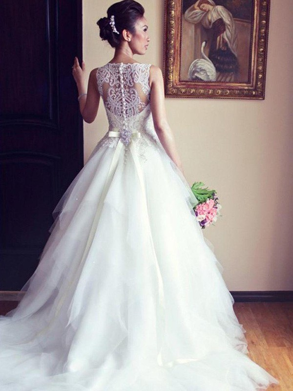 Elegant A-Line Scoop Cut Tulle Long Wedding Dresses With Beading