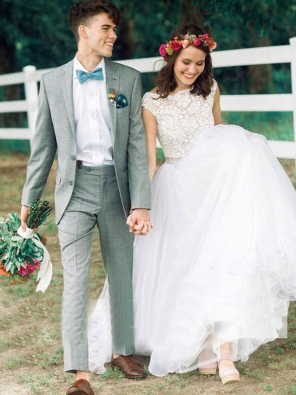 Modern Ball Gown Scoop Cut Lace Long Wedding Dresses With Applique